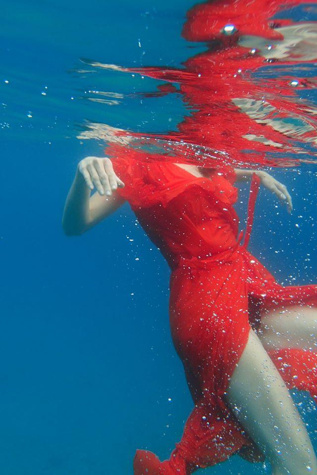 girl-in-the-sea_2